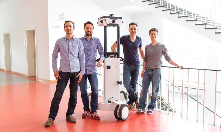 Das NavVis-Gründungsteam (v.l.n.r.), mit dem Kartierungs-Trolley: Robert Huitl, Sebastian Hilsenbeck, Dr. Georg Schroth und Dr. Felix Reinshagen.
