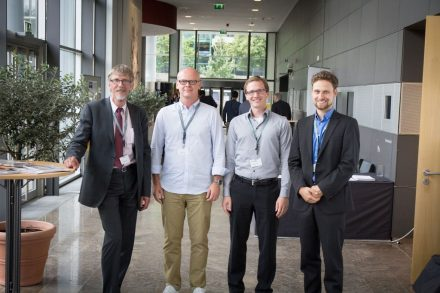 Drei Fraunhofer-Spin-Offs stellten sich beim Munich Investment Forum 2015 von Fraunhofer Venture vor (v.l.n.r.): Herr Dr. Volker Zurwehn (ArtGuardian), Thomas Gebauer und Thorsten Seipp (Volterion) sowie Thomas Hartung (COSEDA Technologies)