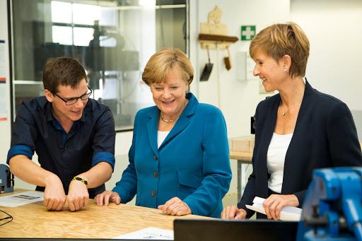 Angela Merkel zu Besuch bei der UnternehmerTUM