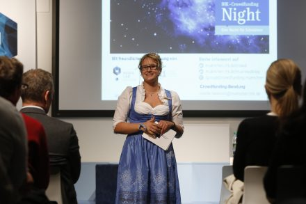 034_Crowdfunding_Night