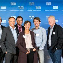 Das ImevaX-Team Prof. Markus Garhard (2.v.l.), Dr. Alexander Werner (3.v.r.) und Volker Wedershoven (2.v.r.) mit der Jury des Presidential Entrepreneurship Awards.