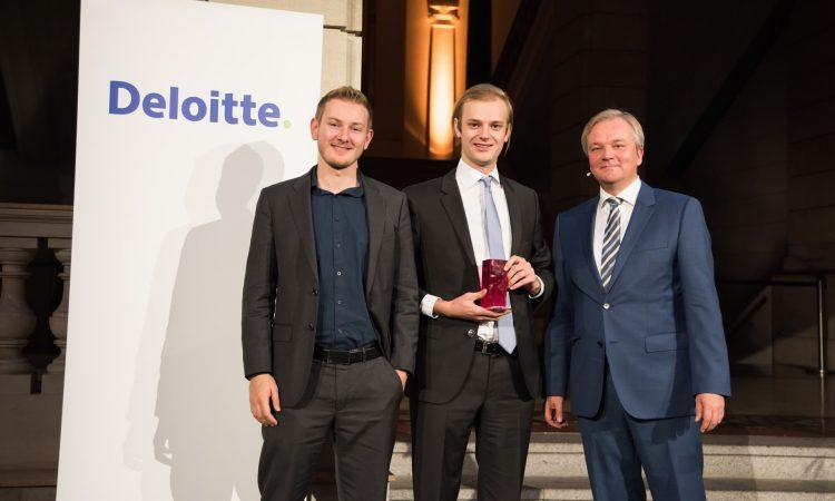 Deloitte Fast 50 - 2015 Berlin; Fast 50 Award; Platz 1; Celonis GmbH GmbH; vlnr; Hr. Julian Baumann (Marketing & PR Manager); Hr. Alexander Rinke (GF); Hr. Dr. Andreas Gentner (Deloitte)