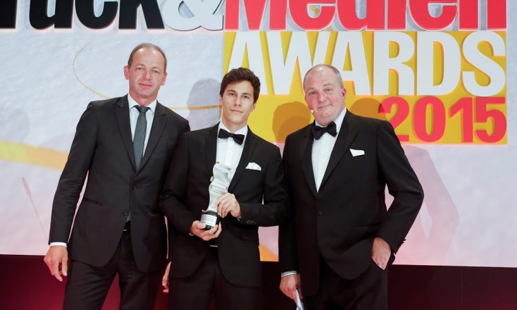 Adnymics gewinnt Druck & Medien Award. V.l.n.r: Jürgen Freier(HP), Dominik Romer (Adnymics), Jörg Thadeusz