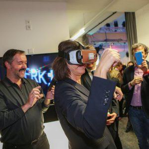 Ilse Aigner testet VR