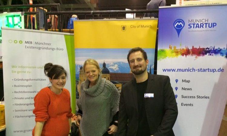 Make Munich 2016 Stand der Stadt München und von Munich Startup mit Standmitarbeitern