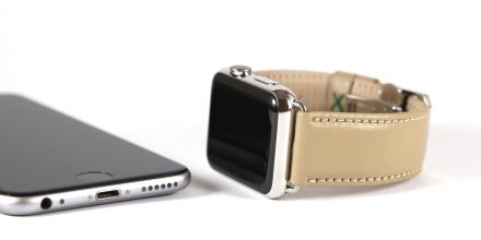 Valcourt_Apple Watch_iPhone