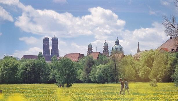 Blick Englischer Garten auf Innenstadt