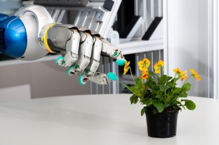 DLR spin-off Wessling Robotics hit_hand_w_new_sensors