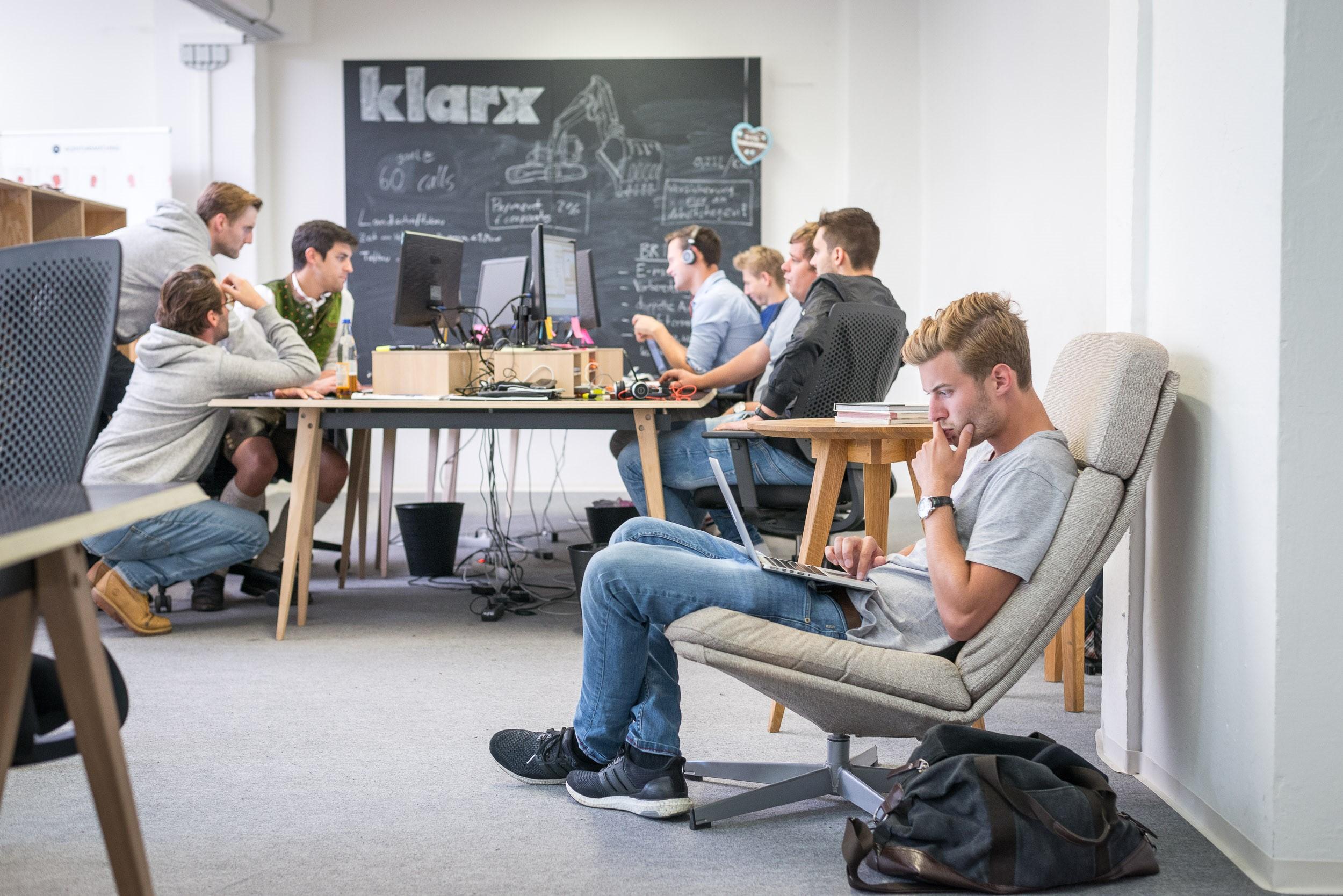 erfolg durch vertrauen netzwerk und das team 7 fragen an klarx munich startup. Black Bedroom Furniture Sets. Home Design Ideas