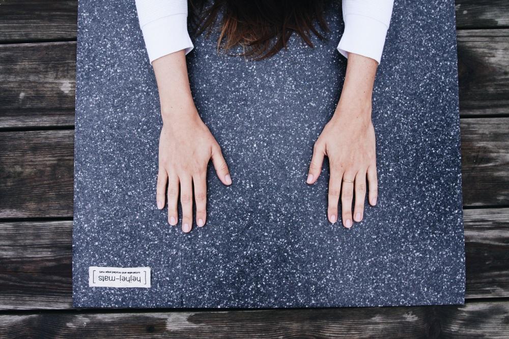 mit einer closed loop yogamatte gegen ressourcenverschwendung 7 fragen an hejhej mats. Black Bedroom Furniture Sets. Home Design Ideas