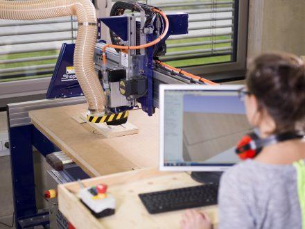 CNC Holzfräse im MakerSpace der UnternehmerTUM