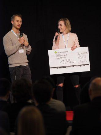 Marina Lommel, Gründerin von Foodpunk, bei der Preisübergabe