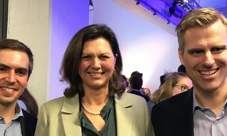 Philipp Lahm, die bayerische Wirtschaftsministerin Ilse Aigner und Hauke Schwiezer, Gründer von Startup Teens (Foto: Munich Startup)