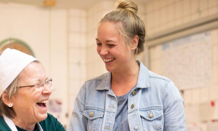 Kuchentratsch: Oma Renate und Gründerin Katharina Mayer