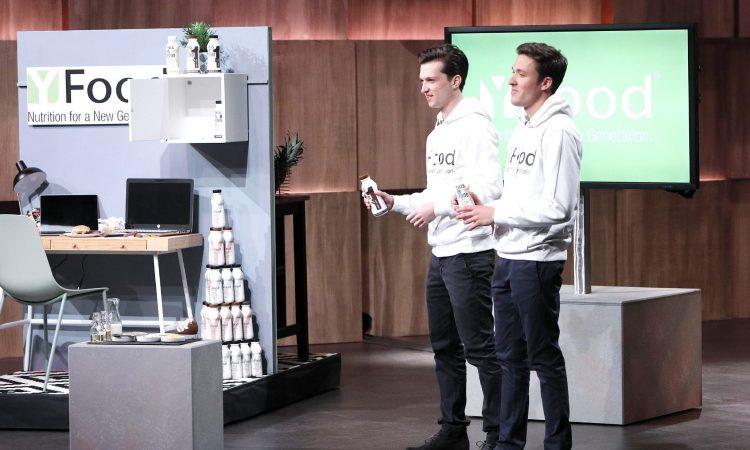 Noel Bollmann (l.) und Benjamin Kremer präsentieren mit YFood Flüssignahrung die alles enthalten soll was der menschliche Körper benötigt. Sie erhoffen sich ein Investment von 200.000 Euro für 10 Prozent der Anteile an ihrem Unternehmen.