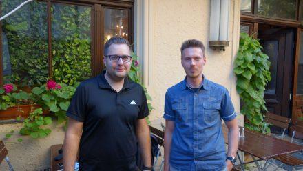 Tobias Hingerl (l.) und Christian Kroemer (r.) trainieren Scrum Master und arbeiten selbst als Software-Entwickler.