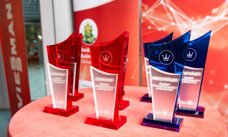 Pokale für die Gewinner des Science4Life Businessplan-Wettbewerbs