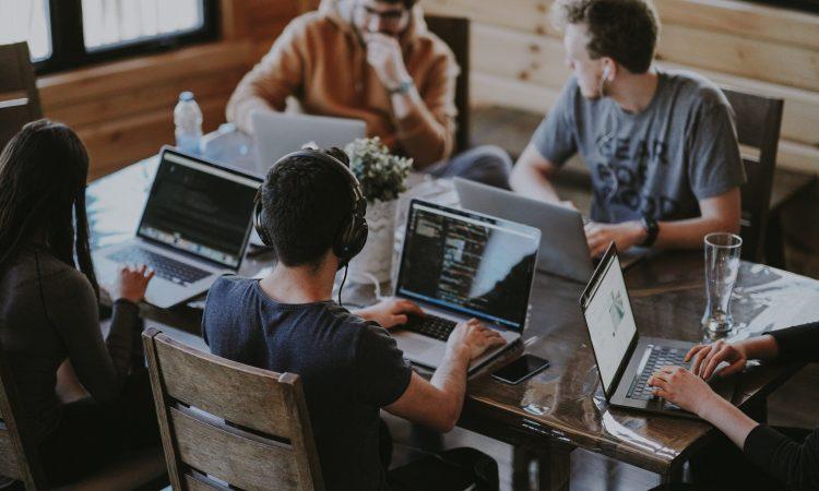 Startups trotzen der Sorge vor einer Rezession und blicken positiv in die Zukunft - so das Ergebnis des aktuellen Deutschen Startup Monitors.