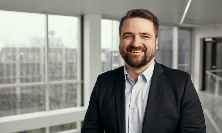 Denis Raskopoljac, CEO des Prepaid-Kreditkarten Anbieters XPAY.