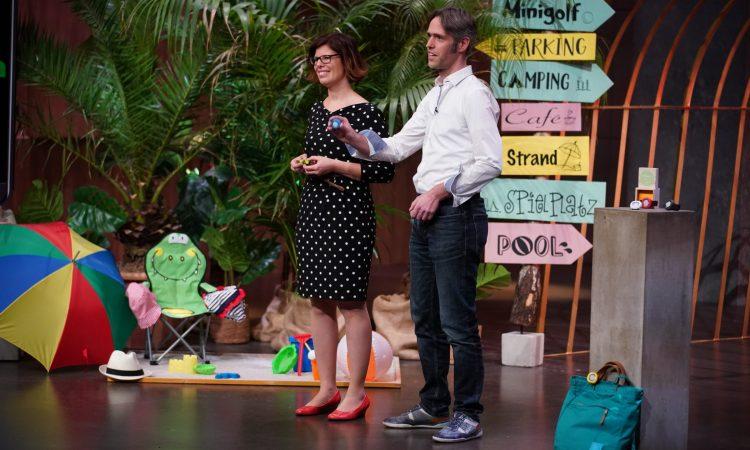 Annette Barth und Julian Meyer-Arnek von Ajuma bei ihrem Auftritt in 'Die Höhle der Löwen'